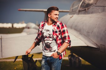 Le t-shirt fashion ou habillé l'indispensable du dressing masculin